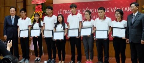 86 sinh viên xuất sắc nhận học bổng Lương Văn Can
