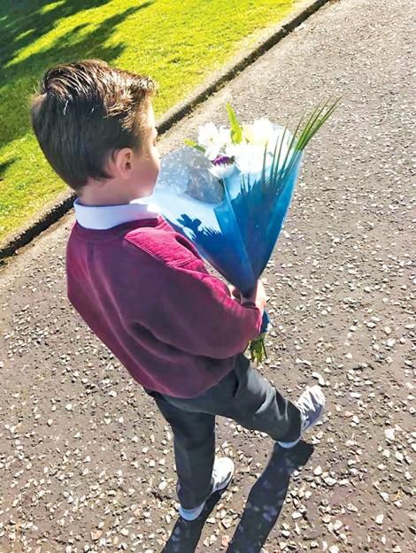 Dạy con trai 6 tuổi biết tôn trọng bạn gái