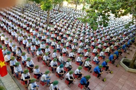 Bác thông tin bắt buộc học sinh mua mũ cối đội trong ngày khai giảng