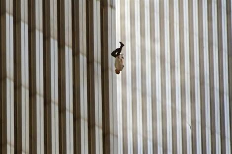 Tác giả bức ảnh 'người đàn ông rơi' kể lại ký ức kinh hoàng của thảm kịch 11/9