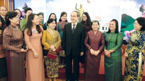 Tại Việt Nam, Lào và Campuchia, phụ nữ đều khẳng định được mình trong xã hội
