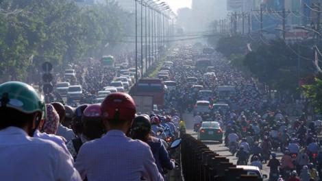 Cho xe chạy một chiều theo giờ trên cầu vượt Hoàng Hoa Thám