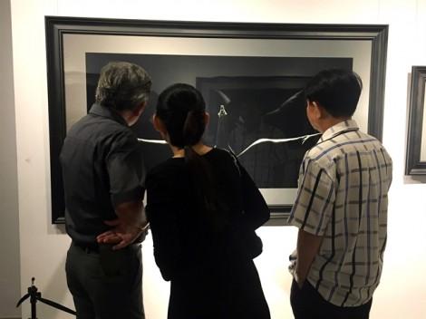 Chủ nhân triển lãm ảnh khỏa thân đầu tiên của Việt Nam: 'Người tôi lâng lâng'