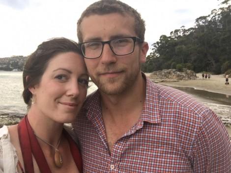 Hơn 1 năm đeo vòng cổ bạn trai tặng, cô gái vỡ òa hạnh phúc vì bí ẩn bên trong
