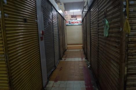 Tiểu thương nghỉ bán, tập trung trước chợ An Đông phản đối sửa chữa chợ chậm trễ