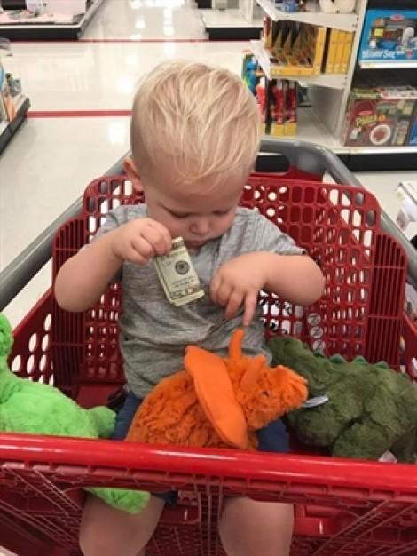 Tờ 20 đô la và 3 con khủng long của bé Owen