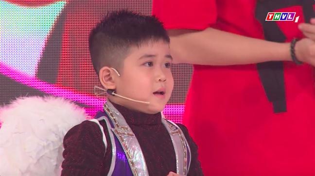 Ngo Kien Huy ton thuong khi bi thi sinh nhi che dien qua lo