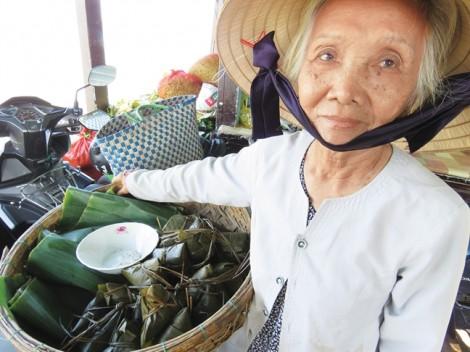 Tượng vô danh trên đảo Cù Lao Chàm