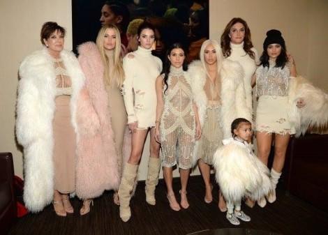 Nhà Kardashian phản ứng ra sao trước tin 'bầu bí' của Kylie Jenner?