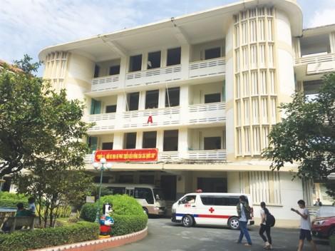 Bệnh viện Mắt TP.HCM: Thu chi tiền tỷ trên 'xác' một đơn vị đã bị giải thể