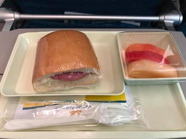 Chiec 'hamburger huyen thoai' cua Vietnam Airlines gay 'bao mang'