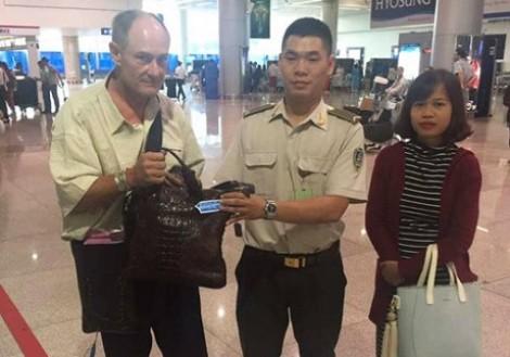 Hành khách bỏ quên túi xách chứa 100 triệu đồng ở sân bay