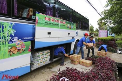 Báo Phụ Nữ trao 500 phần quà trung thu cho trẻ em nghèo biên giới Tây Nam