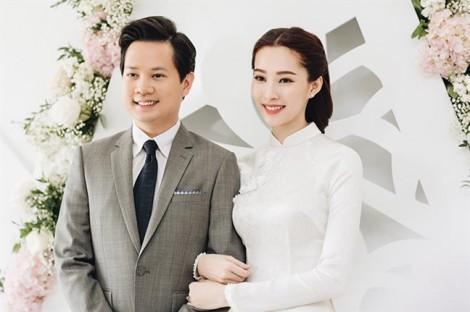 Trang phục đính hôn của sao Việt: Người truyền thống, người phá cách trẻ trung