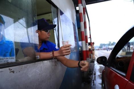 Tài xế lại dùng 'tuyệt chiêu' tiền lẻ, BOT đường tránh Biên Hòa tiếp tục tắc