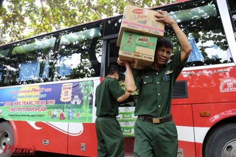 Trao 670 phần quà của báo Phụ Nữ cho trẻ em nghèo vui Tết Trung thu