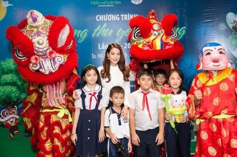 Muôn kiểu đón Trung thu ấm áp và ý nghĩa của sao Việt