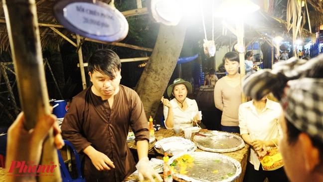 100.000 nguoi tham gia le hoi Nghinh Ong, nha nghi tang gia gap 3 lan van chay phong
