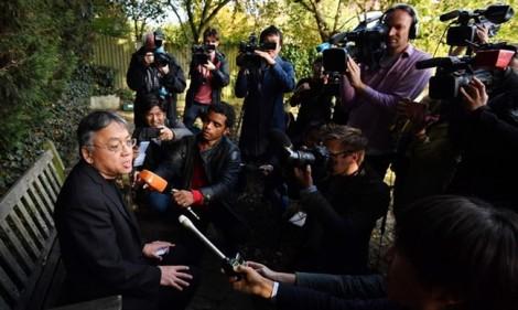 Chủ nhân giải Nobel Văn học 2017: Người kể chuyện không đáng tin