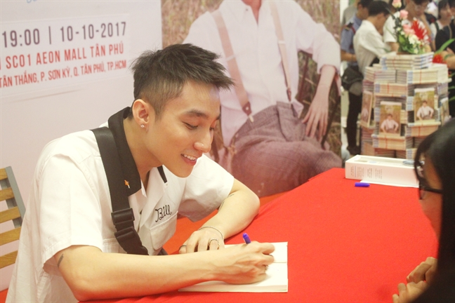 Fan nu khoc do mat khi duoc gap Son Tung M-TP