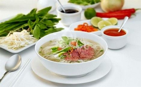 Phở và gỏi cuốn thuộc top 30 món ăn ngon nhất thế giới