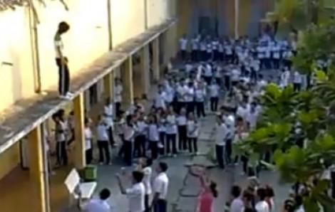 Học sinh cấp 2 uống thuốc trừ sâu tự tử ngay trong lớp học