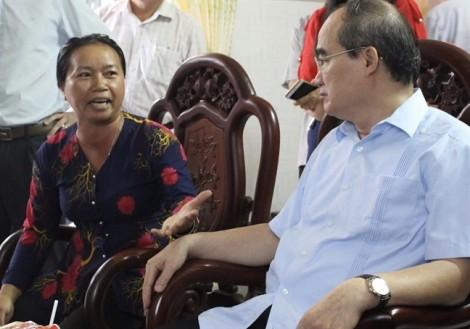 Nông dân nuôi heo than với Bí thư Thành ủy vào VietGap cũng... như không