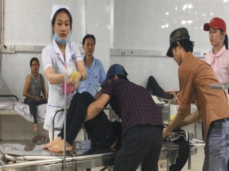 Hàng trăm công nhân ở Bình Dương ngộ độc khi ăn bún riêu cua