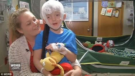Căn bệnh bí ẩn khiến bé trai ngủ suốt 2 tuần