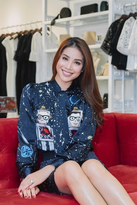 Phạm Hương, Kỳ Duyên đọ sắc với váy áo thanh lịch