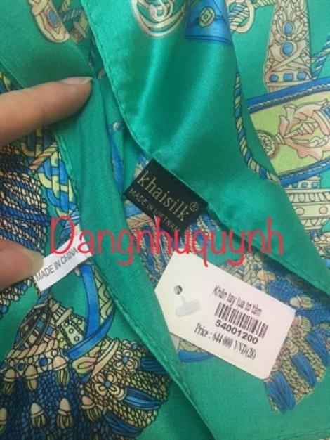 Khách đem khăn lụa Khaisilk 'bị cắt tag' đi kiểm định