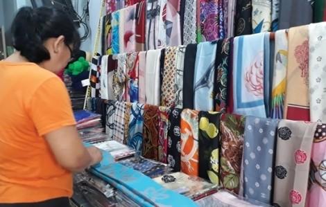 Chủ tịch Khaisilk cúi đầu xin lỗi khách hàng, thừa nhận bán lụa Trung Quốc