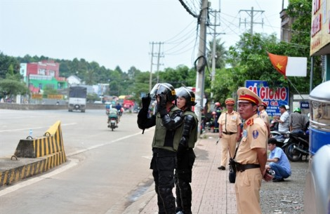 Công an, Cảnh sát cơ động, PCCC triển khai dày đặc trong ngày trạm BOT hoạt động trở lại
