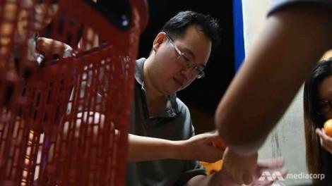 Người đàn ông tìm thấy kho báu và bí mật hạnh phúc trong thùng rác