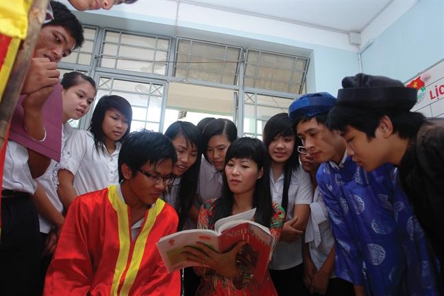 Luong giang vien dai hoc: Cong lung 'cuu van' dap boi tinh hoa