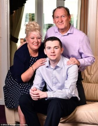 Bức thư đầy cảm động của chàng trai từng bị bạo hành gửi đến cha mẹ nuôi