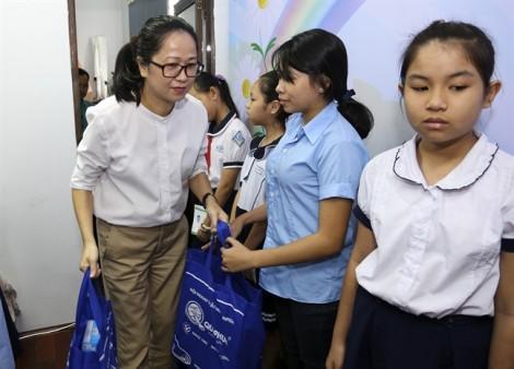 Báo Phụ Nữ trao 85 suất học bổng cho nữ sinh hiếu học vượt khó