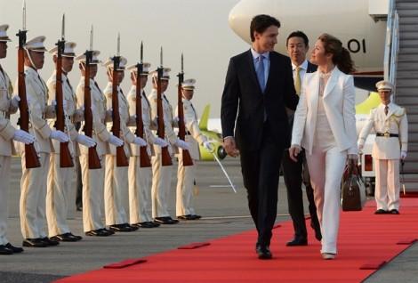 Thời trang đơn giản, đẹp 'ngất ngây' của vợ chồng Thủ tướng Canada Justin Trudeau