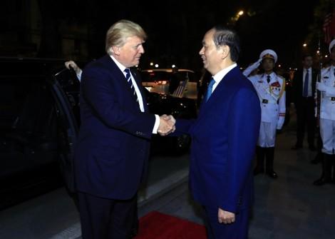 Chủ tịch nước Trần Đại Quang chủ trì quốc yến chào mừng Tổng thống Donald Trump