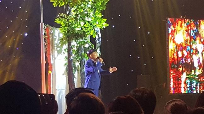 A hau Ha Thu dang quang ngoi vi quan quan 'Tinh bolero 2017'