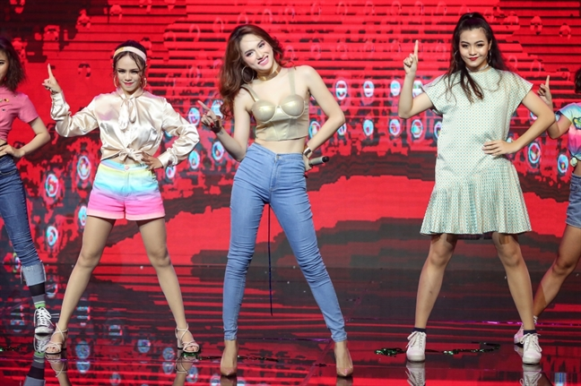 Huong Giang Idol: 'Toi hat live khong hay nhung khong den noi te'