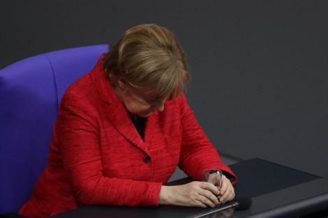Thủ tướng Đức ở vào tình thế 'ngàn cân treo sợi tóc'!