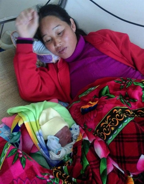 Sản phụ sinh con ngay trên xe taxi khi trên đường tới bệnh viện