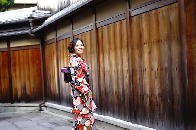 Huyen Mihoo thong dong dao buoc giua troi thu Kyoto
