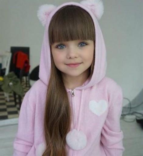 Ngắm nhan sắc bé gái Nga được tôn vinh là 'đẹp nhất thế giới'