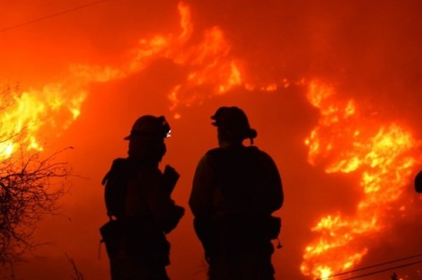 Cháy rừng bùng phát mạnh, dân California đón Giáng sinh với 'giặc lửa'