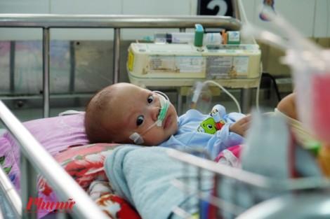 Sài Gòn trở lạnh, nhiều bà mẹ ôm con nhập viện