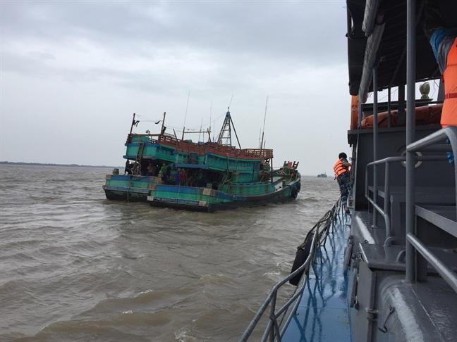 Bão Tembin: Gàn 100 tàu cá dạu giũa song vì sọ... thuyèn vien trón
