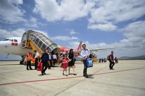 Nhiều chuyến bay ngừng khai thác do tránh bão số 16 (Tembin)