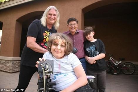 Câu chuyện kỳ lạ của gia đình 4 người đều chuyển giới